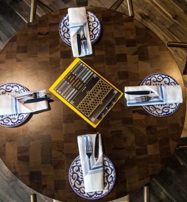 Restaurant Dinning Tables End Grain Walnut